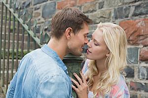 Pfeiffersches Drüsenfieber: Ansteckung durch Küssen