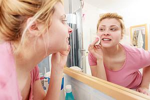 Hautpflege: Richtige Pflege bei fettiger Haut und Mischhaut