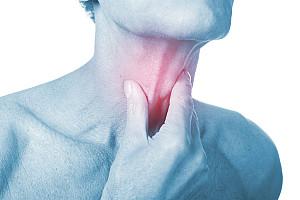 Halsschmerzen: Kratzen im Hals als erstes Anzeichen einer Erkrankung