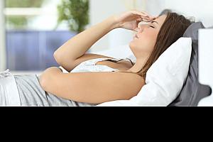 Kopfschmerzen mit Übelkeit: Ursachen und Behandlung