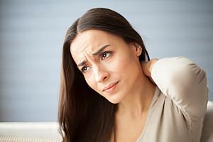 Nackenverspannungen: Wissenswertes zu Symptomen, Therapie und Prävention