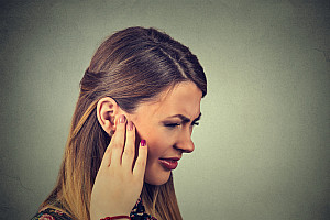 Ohrgeräusche durch Tinnitus oder Hörsturz stören den Alltag