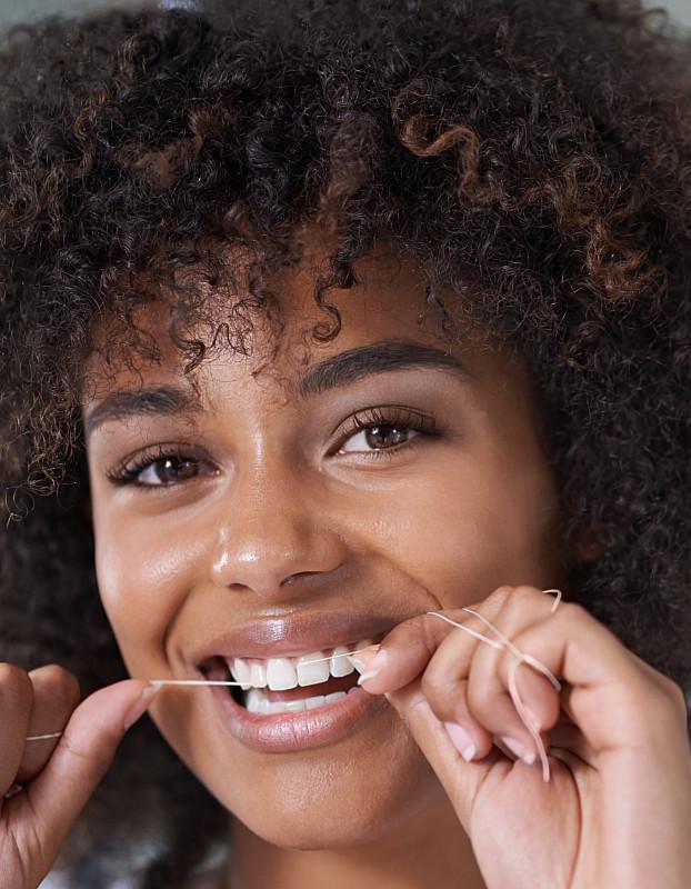 Zahnseide zur reinigung und zum schutz