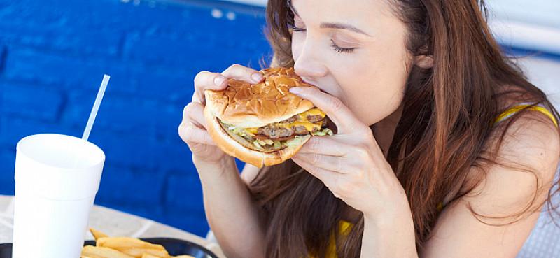Bulimie: zwanghaftes, übermäßiges Essen mit Erbrechen
