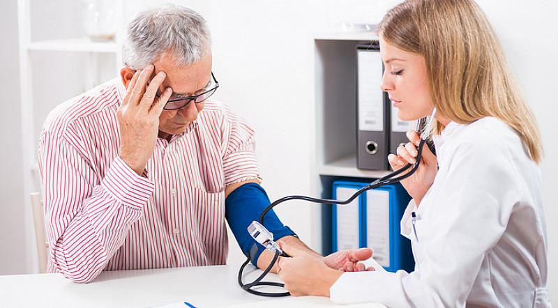 Blutdruck und Alter als begünstigende Faktoren von Schlaganfällen