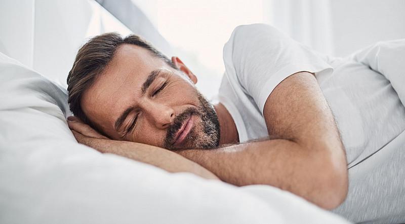 Melatonin als Schlafmittel: Tabletten, Kapseln, Sprays und Schlafdrinks gegen Schlafstörungen
