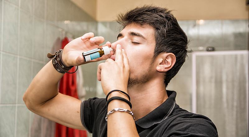 Nasenspray Abhängigkeit: Ursachen, Behandlung und Vorbeugung